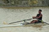 Atlet dayung Jambi nomor rowing Allib Rangkuti berlatih menggunakan perahu pinjaman di Danau Sipin, Jambi, Jumat (10/9/2021). Meski dihadapkan dengan keterbatasan fasilitas penunjang latihan dan menggunakan perahu pinjaman untuk berlatih nomor rowing, atlet dayung daerah itu tetap berusaha memaksimalkan latihan menjelang tampil di PON Papua Oktober mendatang. ANTARA FOTO/Wahdi Septiawan/wsj.