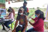 Aparat TNI Mimika gencarkan serbuan vaksinasi warga