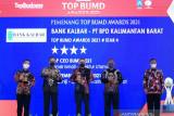 Bank Kalbar meraih tiga penghargaan TOP BUMD Award 2021
