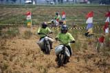 Lomba balap sepeda motor gabah