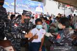 800 pelajar Kota Jayapura ikuti vaksin di KRI Soeharso