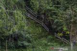 Kondisi fasilitas tangga yang tidak terawat menuju puncak bukit di obyek wisata Pagat, Kecamatan Batu Benawa, Kabupaten Hulu Sungai Tengah, Kalimantan Selatan, Senin (13/9/2021). Salah satu obyek wisata alam unggulan Kabupaten Hulu Sungai Tengah yang memiliki obyek seperti wisata keluarga, mendaki bukit, goa serta aliran sungai yang dikelola oleh pemerintah setempat tersebut beberapa fasilitasnya rusak dan tidak terawat sehingga mengurangi minat wisatawan yang berkunjung. Foto Antaranews Kalsel/Bayu Pratama S.