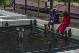Pengunjung menikmati kolam air panas di obyek wisata Sumber Air Panas di Desa Murung B, Kabupaten Hulu Sungai Tengah, Kalimantan Selatan, Senin (13/9/2021). Salah satu obyek wisata Sumber Air Panas yang di kelola pemerintah setempat itu kini semakin memprihatinkan kondisi kolamnya terlihat kotor dan terbengkalai serta tidak ada peningkatan fasilitas apapun di objek wisata yang dulu menjadi andalan Kabupaten Hulu Sungai Tengah untuk menarik wisatawan. Foto Antaranews Kalsel/Bayu Pratama S.