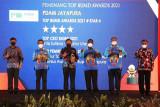 Bupati Jayapura Mathius Awoitauw dapat penghargaan Top BUMD Award 2021