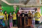 PKM Politeknik Manado, Pelatihan desain produk kemasan kue tradisional di Sangihe