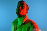 David Bay bawakan ulang lagu 'Love Will Tear Us Apart' Joy Division