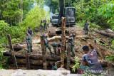 TNI/Polri perbaiki jembatan dirusak kelompok separatis di Maybrat