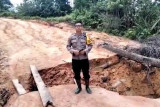 Jalan Kuala Kurun-Linau Kabupaten Gunung Mas putus karena longsor