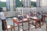 Wali Kota Gibran akui masih ada sejumlah guru tak taat prokes