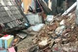 Banjir dan angin kencang  sebabkan longsor dan rumah roboh di Kota Serang