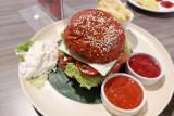 Nikmati dendeng burger bercitarasa makanan Minang seharga Rp35 ribu di Truntum Hotel Padang