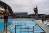 Atlet loncat indah putri Jawa Barat Sari Ambarwati melakukan latihan rutin jelang pelaksanaan PON Papua di kolam renang UPI, Setiabudi, Bandung, Jawa Barat, Rabu (15/9/2021). Tim loncat indah Jawa Barat menurunkan tiga atletnya untuk bertanding di PON Papua dan menargetkan satu medali emas dan satu perak. ANTARA FOTO/M Agung Rajasa/agr