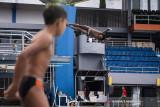 Atlet loncat indah putra Jawa Barat Aryanto Saputra melakukan latihan rutin jelang pelaksanaan PON Papua di kolam renang UPI, Setiabudi, Bandung, Jawa Barat, Rabu (15/9/2021). Tim loncat indah Jawa Barat menurunkan tiga atletnya untuk bertanding di PON Papua dan menargetkan satu medali emas dan satu perak. ANTARA FOTO/M Agung Rajasa/agr