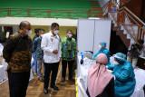 Bupati-Wakil Bupati Sleman meninjau vaksinasi massal di sejumlah titik