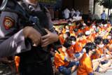 Polisi menunjukkan tersangka dan barang bukti saat ungkap kasus Operasi Tumpas Narkoba Semeru di Polresta Sidoarjo, Jawa Timur, Rabu (15/9/2021). Operasi Tumpas Narkoba Semeru selama 1 - 12 September 2021 yang digelar Satresnarkoba Polresta Sidoarjo dan jajaran berhasil mengungkap 79 kasus dengan tersangkanya sebanyak 89 orang sebagai pengedar dengan barang bukti narkoba diantaranya ganja sebanyak 40,39 gram, sabu 195,71 gram serta pil dobel L 105.478 butir. Antara Jatim/Umarul Faruq/zk