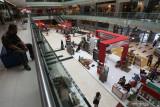 Warga mengunjungi pameran K-UKM Expo di Grand City Mall, Surabaya, Jawa Timur, Rabu (15/9/2021). K-UKM Expo yang memamerkan berbagai produk unggulan Jawa Timur itu berlangsung sampai 19 September 2021. Antara Jatim/Didik Suhartono/zk