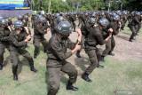 Personel Bakamla melakukan yel yel seusai upacara pembukaan Coast Guard Basic Training (CGBT) personel Bakamla RI angkatan VIII di lapangan Samudera Mako Pusdiklatsarmil Juanda, Sidoarjo, Jawa Timur, Rabu (15/9/2021). Kegiatan yang diikuti 119 personel Bakamla yang terdiri 93 orang pria dan 26 orang wanita tersebut dalam rangka pengembangan profesionalisme dan pembentukan karakter menjadi sosok paramiliter. Antara Jatim/Umarul Faruq/zk