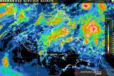 Waspadai hujan disertai petir dan angin kencang di sejumlah daerah Indonesia