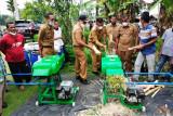 Pemkot Pariaman bantu peternak dengan mesin pencacah pakan untuk tingkat produksi ternak