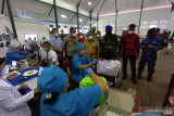 Presiden Jokowi tinjau vaksinasi dari pintu ke pintu di Deli Serdang
