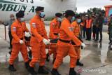 Jenazah tiga awak Rimbun Air dibawa dari lokasi kejadian ke RSUD Mimika