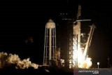 Roket SpaceX bawa miliuner ke luar angkasa