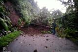 Jalan provinsi Malampah Pasaman yang tertimbun longsor, kini sudah bisa dilalui kendaraan