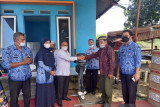 Legislator DPRD Sumbar ini, salurkan tujuh mesin tempel perahu untuk nelayan di Padang