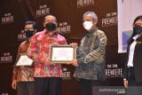 PT Semen Padang terima penghargaan ini dari Menaker, atas pencegahan COVID-19