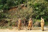Wakil Bupati Pesisir Barat tinjau tanah longsor di Pekon Malaya