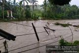 Ratusan warga mengungsi akibat bencana banjir landa Pulau Buru