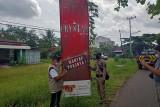 Melebihi waktu izin, Bapenda Seruyan tertibkan papan reklame