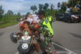 TNI bagi masker untuk warga Biak mencegah COVID-19