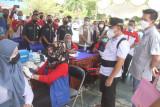 Gubernur Kalteng tinjau vaksinasi pelajar di Barito Utara