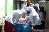 Siswa-santri lakukan gerakan pilah sampah jelang Hari Bersih-bersih Sedunia