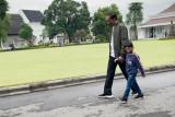 Presiden Jokowi bagikan video momen jalan dan bersepeda bersama Jan Ethes