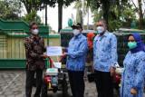 Pemkab Kulon Progo menyalurkan bantuan alsintan kepada 12 kelompok tani
