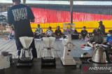 Komunitas D2WNG bantu perlengkapan kedai kopi untuk Pemuda Yoboi