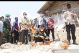 Gubernur Sumsel lakukan peletakan batu pertama  program bedah rumah