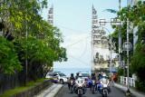 Petugas kepolisian berpatroli di jalur akses kawasan wisata Kuta, Badung, Bali, Senin (20/9/2021). Sejumlah akses jalan daerah tujuan wisata di wilayah Kuta dan Sanur Bali rencananya akan memberlakukan sistem ganjil-genap bagi kendaraan bermotor perseorangan roda dua dan roda empat pada hari Sabtu, Minggu dan hari libur lainnya untuk mendukung pelaksanaan PPKM Level 3 serta mencegah penyebaran COVID-19 dalam kegiatan pariwisata. ANTARA FOTO/Fikri Yusuf/nym.