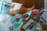 Tim dokter bantu proses persalinan pasien COVID-19 di RSLI Surabaya