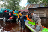 Aksi DMC Dompet Dhuafa distribusi paket hygiene kit hingga aksi bersih-bersih