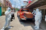 Polisi evakuasi jenazah pasien  isoman di penginapan Palembang