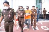 Tersangka kasus kredit fiktif Bank Jatim ditahan Kejati Jatim
