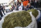 Barang bukti tembakau sintetis ditunjukan kepada media saat rilis pengungkapan industri rumahan pengolahan narkoba di Polres Bogor, Kabupaten Bogor, Jawa Barat, Selasa (21/9/2021). Satuan Reserse Narkoba Polres Bogor bersama Ditresnarkoba Polda Jawa Barat berhasil mengamankan barang bukti sebanyak 23,45 kg bahan baku (biang) tembakau sintetis dan 2,7 kg tembakau sintetis siap edar serta berbagai alat pengolahan dari 11 tersangka. ANTARA FOTO/Yulius Satria Wijaya/wsj.