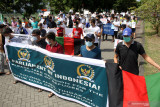 Imigran asal Afghanistan berunjuk rasa di halaman Rusunawa Puspa Agro, Jemundo, Sidoarjo, Jawa Timur, Rabu (22/9/2021). Dalam aksinya mereka menuntut kejelasan status dan kepastian dari UNHCR, serta kejelasan mengenai keberangkatan ke negara ketiga karena sudah tinggal selama lebih dari tujuh tahun di pengungsian. Antara Jatim/Umarul Faruq/zk