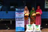 Alquran dan beras gratis sapa mualaf Suku Akit di Pulau Penyalai