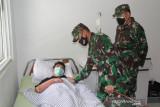 Pangdam XVII/Cenderawasih kunjungi nakes korban KST di RS Marthen Indey