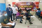 STIE Sampit vaksinasi 500 orang cegah penularan COVID-19