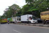 Puluhan truk parkir hambat kelancaran lalu lintas di poros Maros